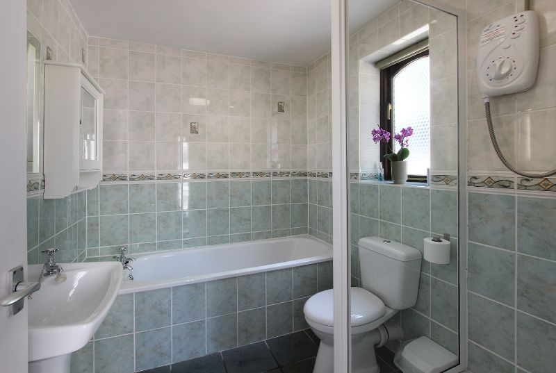Park farm holiday cottages gloucestershire self for Bathroom design yeovil